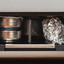 SR44 Knopfzellen im Batteriefach der Yashica Electro 35 gx