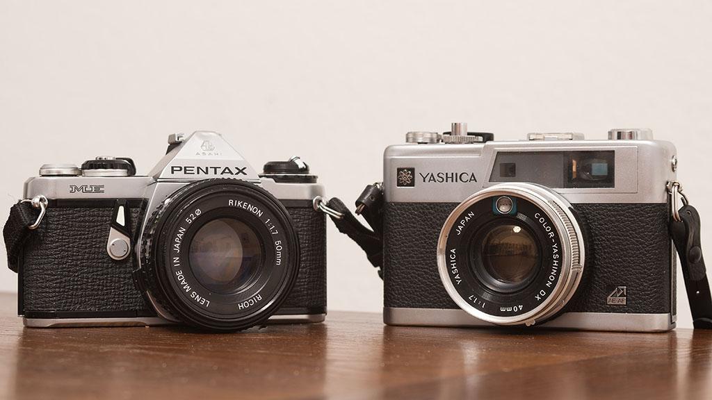 Größenvergleich Pentax ME und Yashica Electro 35 GX