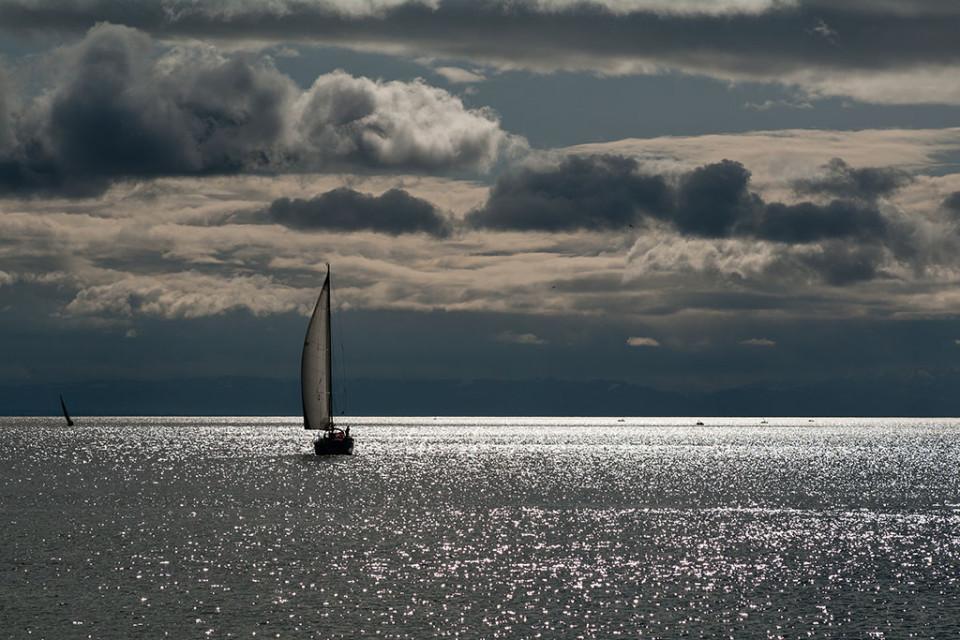Dramatische Lichtstimmung über dem Bodensee