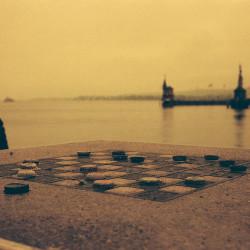 Kronkorken-Schach in Redscale