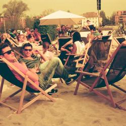 Am Strand in Redscale