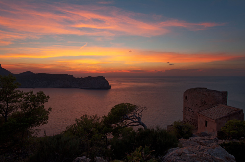 Sonnenuntergang am Torre de Cala en Basset Sant Elm Mallorca