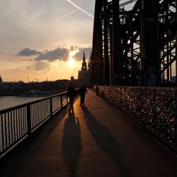 Passanten auf der Hohenzollernbrücke