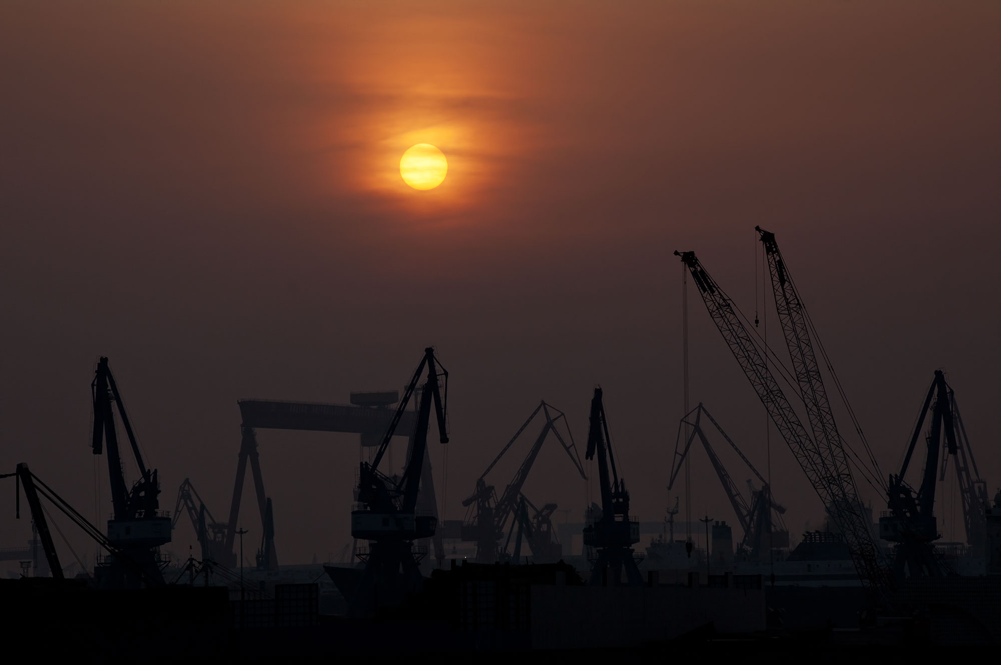 Sonnenuntergang über dem Hafen von Dalian