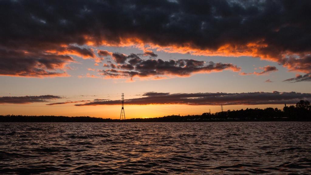 Sonnenuntergang über der Ostsee in Helsinki