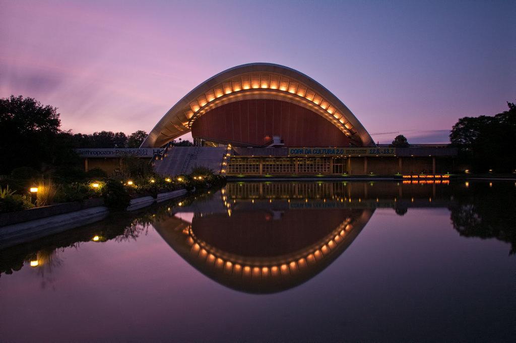 Langzeitbelichtung der Kongresshalle in Berlin