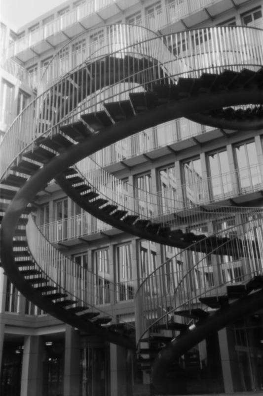 Pinhole-Aufnahme der endlosen Treppe