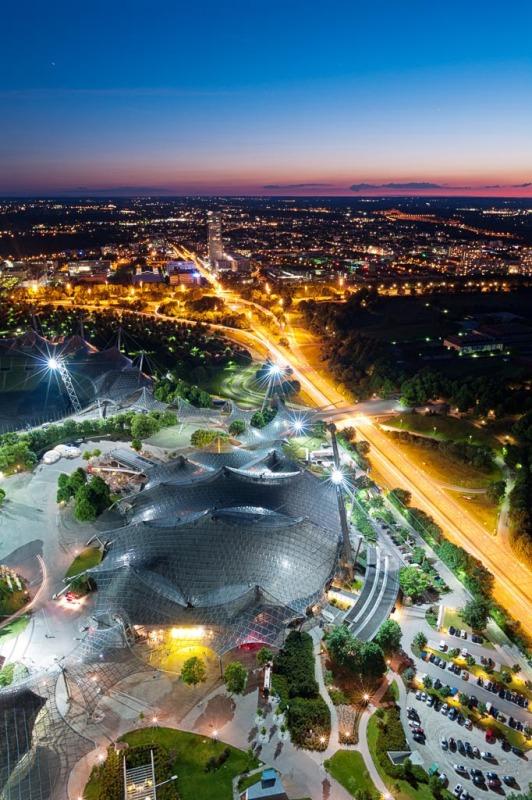 Olympiastadion während der blauen Stunde