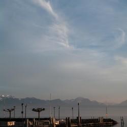 Cirrostratus-Wolken über dem Genfer See