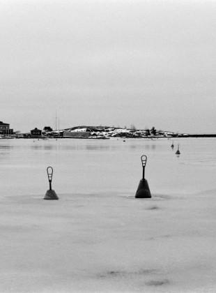 Bojen im Yachthafen von Helsinki, Frühjahr 2015