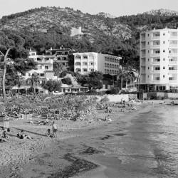 Hotelstrand Mallorca aufgenommen auf Agfa APX 100