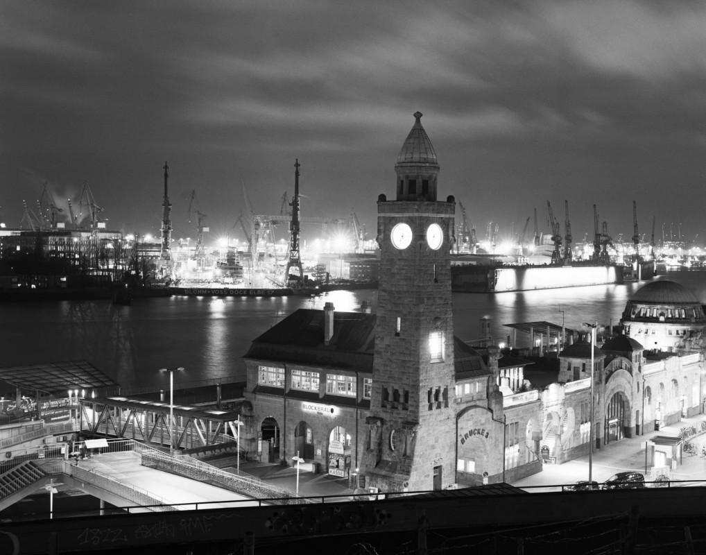 Landungsbrücken Hamburg bei Nacht