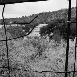 Zaun an einer Bauruine in Sant Elm